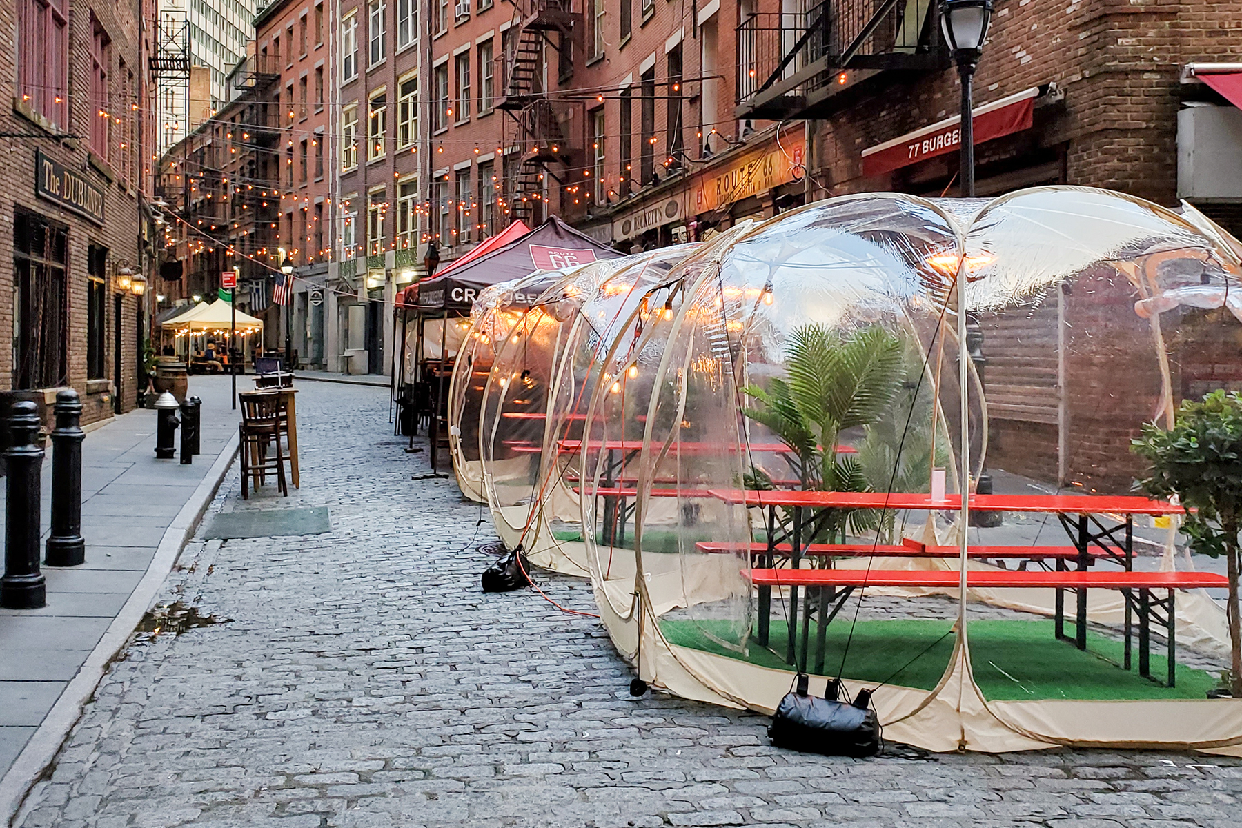 Outdoor NYC Dining down side street